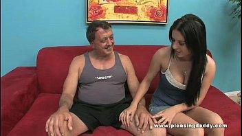 Брюнетке по нраву анальный секс и она ласкает анальное отверстие для достойнейших ощущений