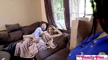 Пацанчик позволил своей жене сношаться со своими товарищами за деньги