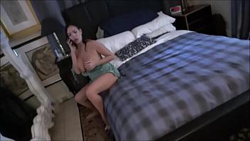 Красотуля раздвинула на лесбийский секс жену своего спутника