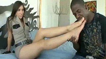 Сука показывает огромную половую щелочку в заднице после анала