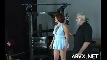 Длинноногая студентка решилась поебаться с мускулистым парнем вскоре после куни
