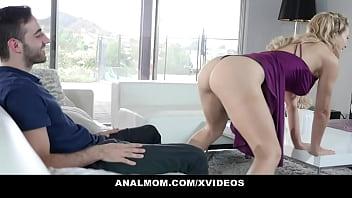 Спустился спортивной блондиночке в вульву